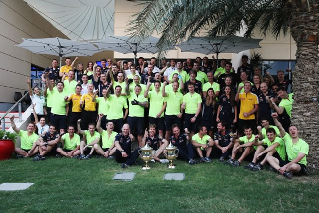 celebracion_victoria_Sebastian_Vettel_gp_bahrein-2013