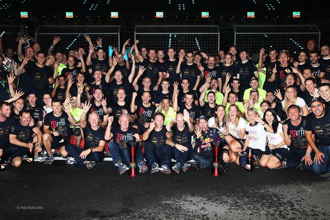 celebracion-doble-titulo-redbull-sebastian-vettel-2013